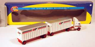 DL Athearn 1/87 Freightliner Tractor/Double Trailers  Consolidated