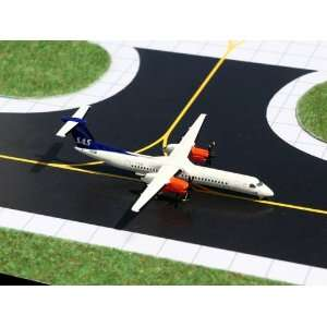 Gemini Jets SAS Commutter Dash8Q 400 Model Airplane Toys