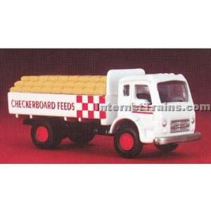 International CO 190 Flatbed w/Load   Checkerboard Feeds Toys & Games