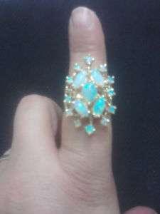 Solid 14 karat Y.Gold, 12.3g, Vintage Opal Ring