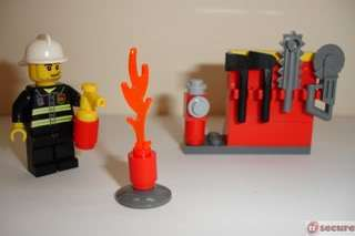 Lego City Firefighter   Set 5613 (New in sealed Box)